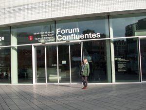 Vorfreude am Eingang zum Mittelrhein-Museum