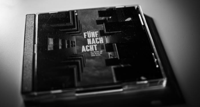 FÜNF NACH ACHT – Ein Hörspiel von Diddi Meyer und Sirius Kestel